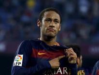 Neymar, do Barcelona, comemora gol marcado contra o Villarreal pelo Campeonato Espanhol, em Barcelona.08/11/2015 REUTERS/Albert Gea