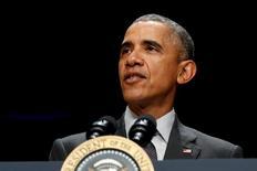 El presidente de Estados Unidos, Barack Obama, en un evento en la Casa Blanca en Washington, nov 5, 2015.  La Casa Blanca lanzó el lunes una página en Facebook para el presidente estadounidense, Barack Obama, y usó la red social para enviar un mensaje sobre el cambio climático.   REUTERS/Jonathan Ernst