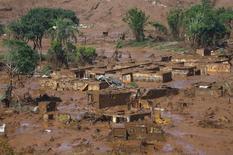 Distrito de Bento Rodrigues tomado pela lama de barragens da Samarco que romperam.  06/11/2015  REUTERS/Ricardo Moraes