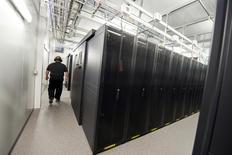 """Microsoft a lancé mardi en coopération avec la start-up américaine ConsensYs une nouvelle plate-forme basée sur la technologie """"blockchain"""", celle sur laquelle s'appuie la monnaie virtuelle bitcoin, afin de permettre aux institutions financières de l'expérimenter facilement et à moindre coût. /Photo d'archives/REUTERS/Sigtryggur Ari"""