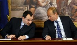 Russian Prime Minister Vladimir Putin (R) talks with acting chairman of Inter RAO UES Boris Yuryevich Kovalchuk during a news conference during a summit at Villa Gernetto in Gerno near Milan April 26, 2010.  REUTERS/Alessandro Garofalo (ITALY - Tags: POLITICS BUSINESS ENERGY) - RTXS6F5