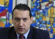 El ministro de Finanzas de Ecuador, Fausto Herrera, en una entrevista con Reuters en Bogotá, 9 de septiembre de 2014. Ecuador no firmará nuevos contratos de venta anticipada de petróleo con China y Tailandia y prevé cancelar el próximo año unos 1.200 millones de dólares por estas obligaciones, dijo el miércoles el ministro de Finanzas, Fausto Herrera.  REUTERS/Jose Miguel Gomez