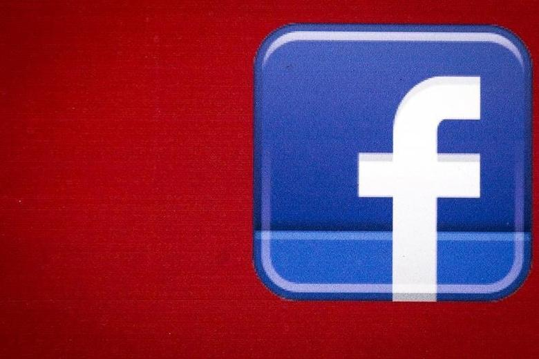 A Facebook logo is displayed on the side of a tour bus in New York's financial district July 28, 2015. REUTERS/Brendan McDermid