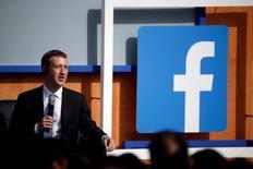 El CEO de Facebook, Mark Zuckerberg, habla durante una conferencia en la sede central de la compañía situada en California, el 27 de septiembre de 2015. Facebook Inc dijo en un informe que las solicitudes de datos de sus usuarios por parte del Gobierno de Estados Unidos habían aumentado durante los primeros meses de 2015. REUTERS/Stephen Lam
