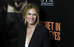"La actriz Julia Roberts posa en el estreno de ""Secret in Their Eyes"", en el Hammer Museum, en Los Ángeles, California, 11 de noviembre de 2015. La actriz de Hollywood Julia Roberts interpreta el papel de una madre de duelo en la película ""Secret in Their Eyes"", una adaptación de un filme argentino ganador del Oscar. REUTERS/Mario Anzuoni"