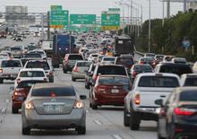 Rush hour traffic is shown on Interstate 95 near downtown Miami, Florida November 5, 2015.   REUTERS/Joe Skipper