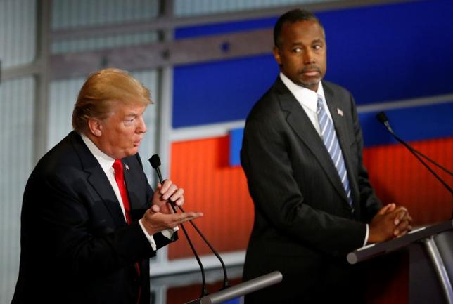 Republican U.S. presidential candidate and businessman Donald Trump speaks as rival candidate Dr. Ben Carson (R) looks on at the debate held by Fox Business Network for the top 2016 U.S. Republican presidential candidates in Milwaukee, Wisconsin, November 10, 2015. REUTERS/Jim Young