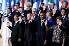 Les chefs d'Etat et de gouvernement du G20 réunis pour deux jours en Turquie se sont engagés à utiliser tous les outils à leur disposition pour soutenir une croissance économique à la fois déséquilibrée et inférieure aux attentes, selon un projet de déclaration dont Reuters a pu prendre connaissance dimanche. /Photo prise le 15 novembre 2015/REUTERS//Aykut Unlupinar/Pool