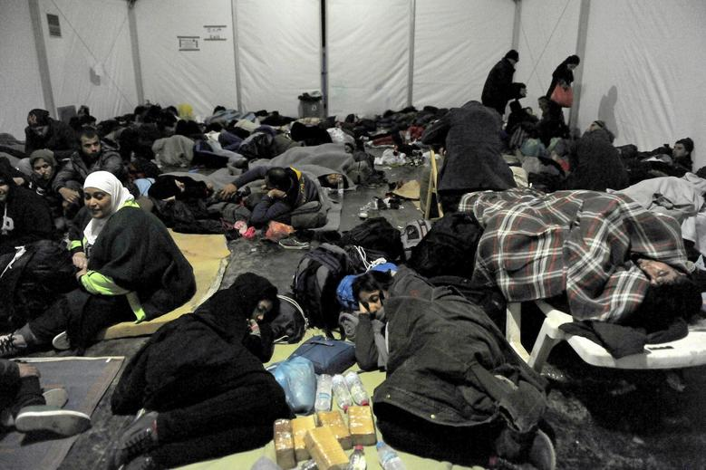 Refugees and migrants rest inside a tent at a camp, as they wait to cross Greece's border with Macedonia near the Greek village of Idomeni, November 10, 2015. REUTERS/Alexandros Avramidis