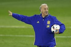 Del Bosque comanda treino da Espanha em Alicante.  12/11/15.  Reuters/Carl Recine