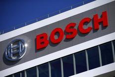 Les autorités américaines mènent une enquête sur l'équipementier allemand Robert Bosch sur son rôle dans le trucage à grande échelle par Volkswagen des tests antipollution, /Photo prie le 30 septembre 2015/REUTERS/Ralph Orlowski