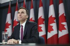 Canada's Finance Minister Bill Morneau listens to a question during a news conference upon the release of the economic and fiscal update in Ottawa, Canada November 20, 2015. REUTERS/Chris Wattie -