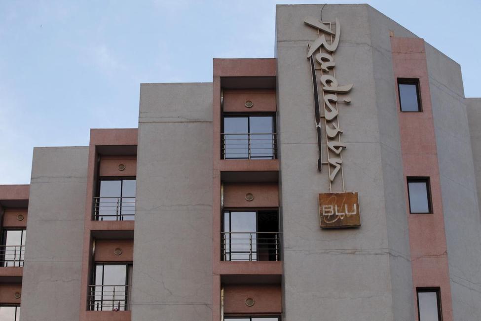 Anschlag auf das Radisson Blu Hotel in Bamako, Mali ?m=02&d=20151121&t=2&i=1096773585&w=976&fh=&fw=&ll=&pl=&sq=&r=2015-11-21T224604Z_19740_GF20000068023_RTRMADP_0_MALI-ATTACKS