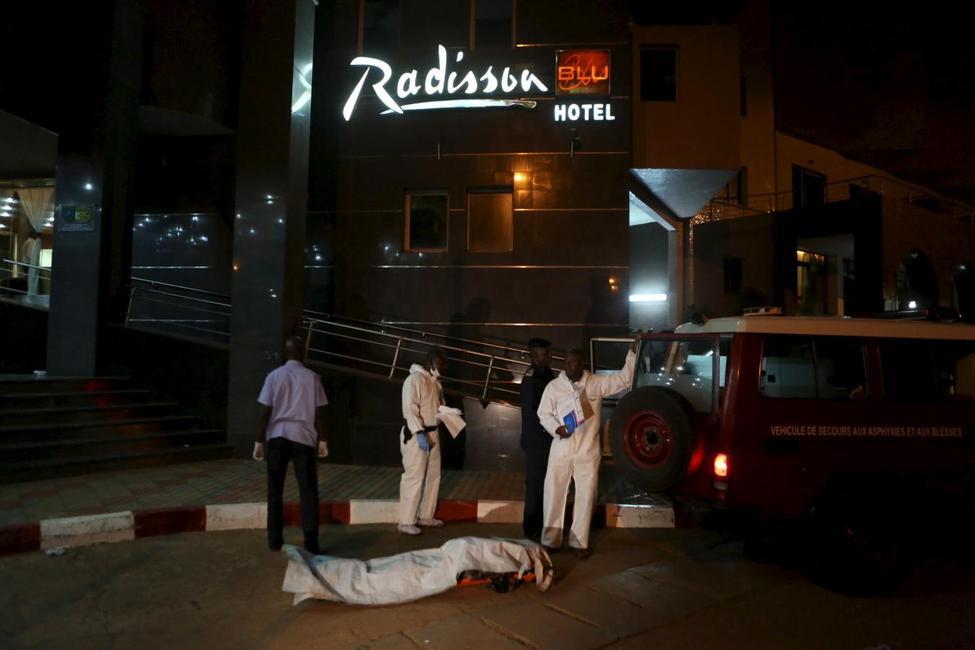 Anschlag auf das Radisson Blu Hotel in Bamako, Mali ?m=02&d=20151121&t=2&i=1096773596&w=976&fh=&fw=&ll=&pl=&sq=&r=2015-11-21T224604Z_19740_GF20000068048_RTRMADP_0_MALI-ATTACKS