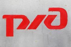 Логотип РЖД. 25 февраля 2010 года. Россия и Иран подписали контракт на электрификацию железнодорожной линии в Иране на сумму 1,2 миллиарда евро, сообщила во вторник российская железнодорожная монополия РЖД. REUTERS/Sergei Karpukhin