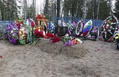 Могила российского военного Федора Журавлева в поселке Пальцо. 24 ноября 2015 года. REUTERS/Maria Tsvetkova