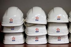 EDF veut quasiment doubler d'ici 2030 ses capacités en matière d'énergiesrenouvelables en investissant 2 à 2,5 milliards d'euros par an. /Photo prise le 23 novembre 2015/REUTERS/Charles Platiau