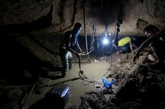 Inside Gaza's smuggling tunnels