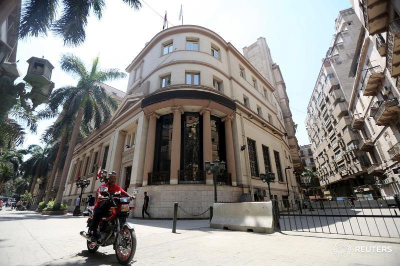 تحليل-محافظ البنك المركزي المصري الجديد يواجه توازنا صعبا