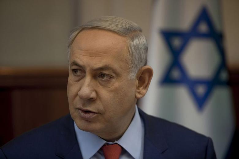 Israel's Prime Minister Benjamin Netanyahu attends the weekly cabinet meeting at his office in Jerusalem November 29, 2015. REUTERS/Dan Balilty/Pool - RTX1WBLY
