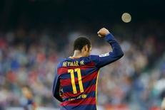 Neymar comemorando gol contra o Villarreal pela Liga Espanhola, em Barcelona.  08/11/2015    REUTERS/Albert Gea