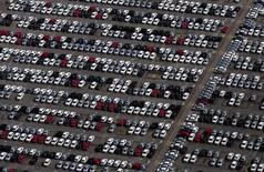 Pátio de veículos da Volkswagen em fábrica em São José dos Campos (SP). 07/01/2015. REUTERS/Roosevelt Cassio