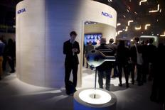 La cámara de realidad virtual de Nokia, Ozo, vista en una conferencia en Helsinki, 11 de noviembre de 2015. La empresa finlandesa Nokia anunció el martes que fijará un precio de 60.000 dólares para su cámara de realidad virtual y que iniciará los envíos del dispositivo en el primer trimestre del año próximo. REUTERS/Antti Aimo-Koivisto/Lehtikuva