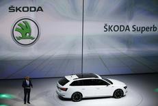 Le directeur général de Skoda, Winfried Vahland, au salon automobile de Francfort. Le constructeur tchèque Skoda, marque du groupe Volkswagen, va diminuer sa production à la fin de l'année en réduisant les vacations et en supprimant celles du samedi, selon le quotidien tchèque Mlada Fronta Dnes. /Photo prise le 14 septembre 2015/REUTERS/Kai Pfaffenbach