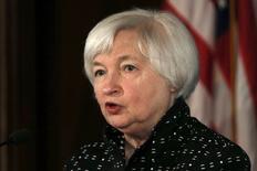 A chair do Federal Reserve, Janet Yellen, discursa na  Conferência sobre Transmissão e Implementação de Política Monetária no Período Pós-Crise do Federal Reserve em Washington.12/11/2015. REUTERS/Carlos Barria