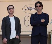 """Ethan y Joel Coen durante el estreno de la película """"Lumiere!"""", en el 68° festival de Cannes, 17 de mayo de 2015. """"Hail, Caesar!"""", una mirada a la época dorada de Hollywood por los hermanos Joel y Ethan Coen, será la película que inaugure la 66ta. edición del Festival Internacional de Cine de Berlín el 11 de febrero, anunciaron el viernes sus organizadores. REUTERS/Jean-Pierre Amet"""