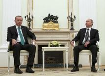 Президенты России и Турции Владимир Путин и Тайип Эрдоган на встрече в московском Кремле 23 сентября 2015 года. Влияние санкций в отношении Турции, введенных Россией в отместку за сбитый бомбардировщик, на экономику последней будет ограниченным, предположил в понедельник ЕБРР. REUTERS/Ivan Sekretarev