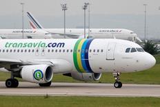 Air France-KLM a annoncé mercredi la nomination de Nathalie Stubler au poste de président-directeur général de Transavia France, à un moment où sa filiale low cost est en plein développement. A compter du 1er février 2016, elle remplacera Antoine Pussiau, PDG de Transavia France depuis 2013, qui rejoint l'activité commerciale du groupe en tant que directeur général Asie-Pacifique. /Photo d'archives/REUTERS/Charles Platiau