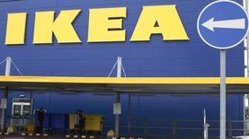 Магазин IKEA в Праге. 25 февраля 2013 года. Чистая прибыль шведской компании IKEA увеличилась на 5,5 процента за финансовый год, главным образом, за счёт роста продаж в существующих магазинах, а также открытия новых магазинов и значительного повышения онлайн-продаж. REUTERS/Petr Josek