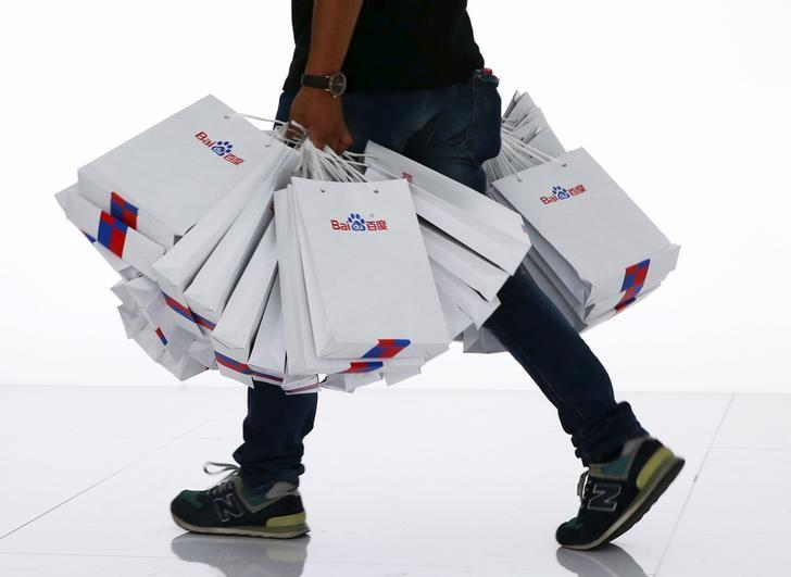 A staff carries paper bags bearing Baidu's logo at the 2015 Baidu World Conference in Beijing, China, September 8, 2015. REUTERS/Kim Kyung-Hoon