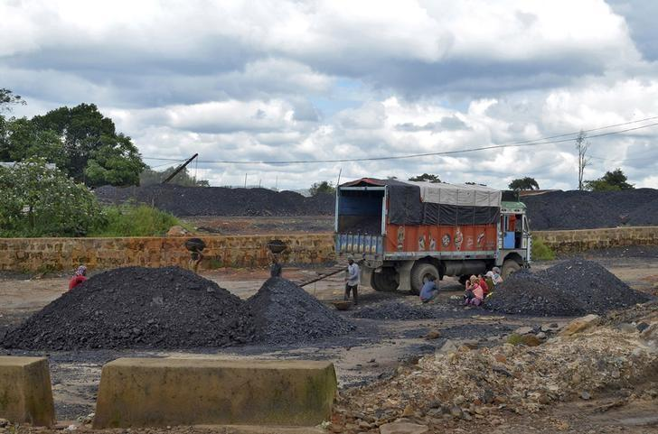 Labourers work at a coal stockyard in East Jaintia Hills in Meghalaya, September 16, 2015. REUTERS/Krishna N. Das/Files