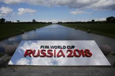 Logo da Copa do Mundo Rússia 2018 visto no Palácio Konstantinovsky, em São Petersburgo.  24/07/2015  REUTERS/Maxim Shemetov