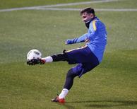 Messi participa de treino antes da semifinal do Mundial contra o Guangzhou em Yokohama.  14/12/2015.  REUTERS/Toru Hanai