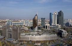 Центральный офис Казмунайгаза в центре Астаны. 8 октября 2015 года. CEFC China Energy Company Ltd договорилась о приобретении 51-процентной доли подразделения казахстанской государственной нефтегазовой компании, говорится в заявлении китайской частной фирмы. REUTERS/Shamil Zhumatov