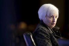 Mientras la Reserva Federal de Estados Unidos parecía lista para subir los tipos de interés por primera vez desde 2006 el miércoles, el foco de interés en los mercados de bonos de la eurozona se ponía sobre qué supondrá la decisión para la política monetaria del bloque. En la imagen, la presidenta de la Fed, Janet Yellen, en un acto en Washington, el 2 de diciembre de 2015, REUTERS/Joshua Roberts