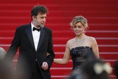 """Diretor Nanni Moretti (à esquerda) e a atriz Margherita Buy no tapete vermelho após a exibição de """"Mia Madre"""", em Cannes, na França, em maio. 16/05/2015 REUTERS/Benoit Tessier"""