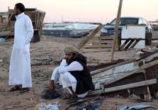 Бедуины отдыхают в деревне к северу от Шарм-эш-Шейха 12 ноября 2015 года. Президент Владимир Путин пообещал отменить ограничения на полеты в Египет после того, как совместно с египетскими властями будут отработаны механизмы безопасности российских граждан. REUTERS/Asmaa Waguih
