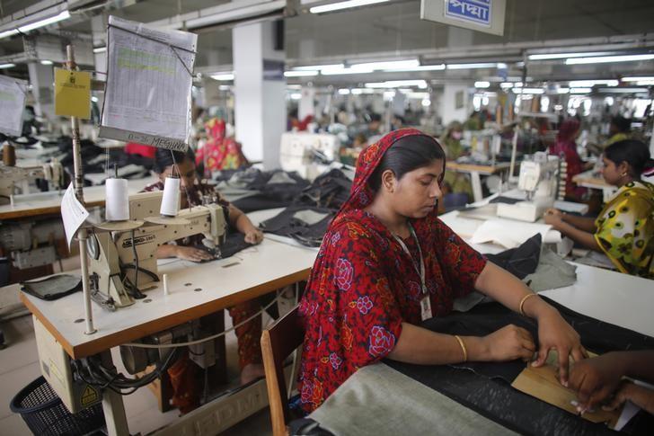 A worker works in a factory of Ananta Garments Ltd in Savar June 10, 2014. Picture taken June 10, 2014.  REUTERS/Andrew Biraj