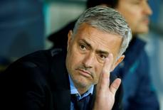 José Mourinho antes de jogo entre Chelsea e Maccabi Tel Aviv em novembro. 24/11/2015 REUTERS/Action Images/John Sibley/Livepic