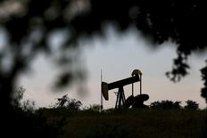 An oil pump jack can be seen in Cisco, Texas, in this August 23, 2015, file photo. REUTERS/Mike Stone/Files