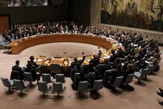 """Заседание Совбеза ООН с участием министров финансов входящих в него стран в Нью-Йорке. 17 декабря 2015 года. Совет безопасности ООН предупредил в четверг, что ряд стран не выполняют уже давно действующие санкции в отношении """"Исламского государства"""", а участвовавшие в его заседании министры финансов обратили внимание на необходимость лишить экстремистскую группировку финансирования. REUTERS/Mike Segar"""