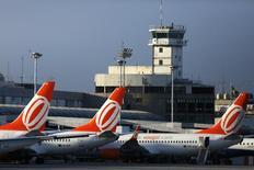 Aeronaves da Gol no aeroporto Santos Dumont, Rio de Janeiro.   16/12/2014    REUTERS/Pilar Olivares