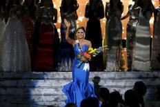 Ganhadora do Miss Universo, Miss Filipinas, acenando após vitória, em Las Vegas.  21/12/2015    REUTERS/Steve Marcus