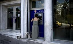 A woman uses a Eurobank ATM in Athens, Greece, August 19, 2015. REUTERS/Stoyan Nenov