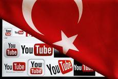 Логотип YouTube на экпране лаптопа, частично укрытом турецким флагом. Фотоиллюстрация от 27 марта 2014 года. Турецкие интернет-серверы подверглись на этой неделе одной из крупнейших в истории страны атак из-за рубежа, сообщил администратор национального веб-домена. REUTERS/Umit Bektas