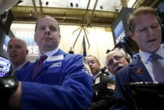 La Bourse de New York a fini mercredi en hausse de 1,06%, l'indice Dow Jones clôturant à 17.602,61 points, tandis que le S&P-500 a pris 1,24%, à 2.064,29 et le Nasdaq Composite a avancé de 0,90% à 5.045,93. /Photo d'archives/REUTERS/Brendan McDermid